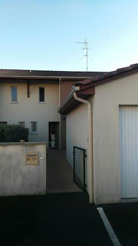 Maison mitoyenne au calme - Trélissac, Aquitaine-Limousin-Poitou-Charentes, FR - Dom