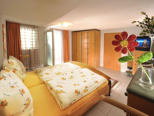 Ferienwohnung Margarete Kubin, (Baden-Baden), Ferienwohnung Kubin, 95qm, 2 Schlafzimmer, max. 6 Personen
