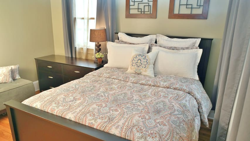 ★ Queen Bed ★ Private Bath ★  Family Home
