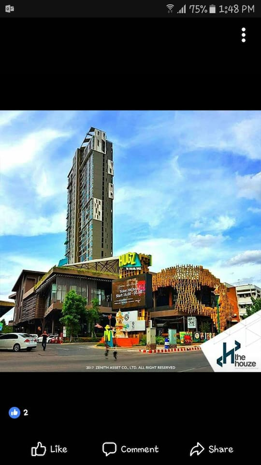 The Houze condo is located behind The Hugz mall which has 24/7 coffee shop and also 7Eleven across the road.