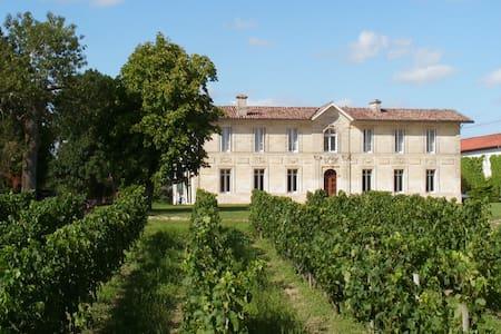 Propriété Familiale au cœur des vignes - Sainte-Eulalie - Guesthouse