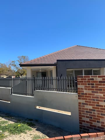 1 BED-9 MINS to PERTH. Best FOR PUBLIC TRANSPORT