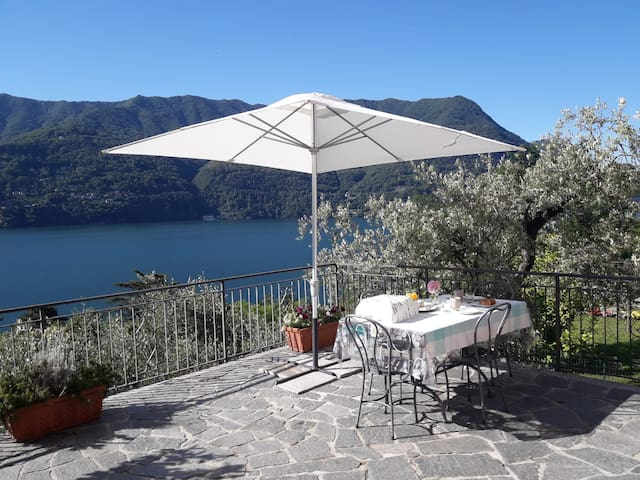 "Bed & Breakfast ""L'Uliveto"" sul lago"