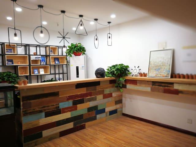 龙江地铁站新城市广场单室公寓Free Wifi