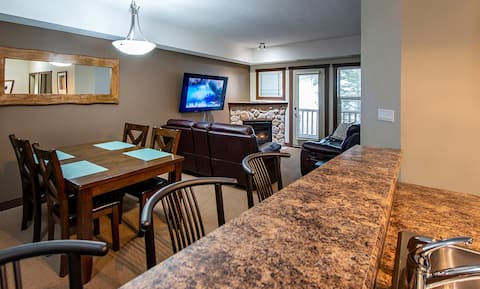 Newly Updated Silver Rock Executive Condo