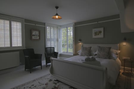 Luxury Central Rye B&B with parking - 里埃(Rye) - 家庭式旅館