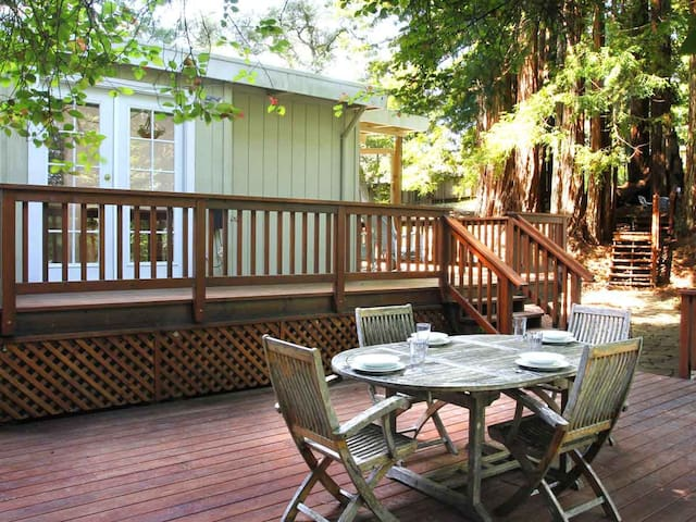 WAGGING WOODS: Hot Tub | Woodstove | Fenced