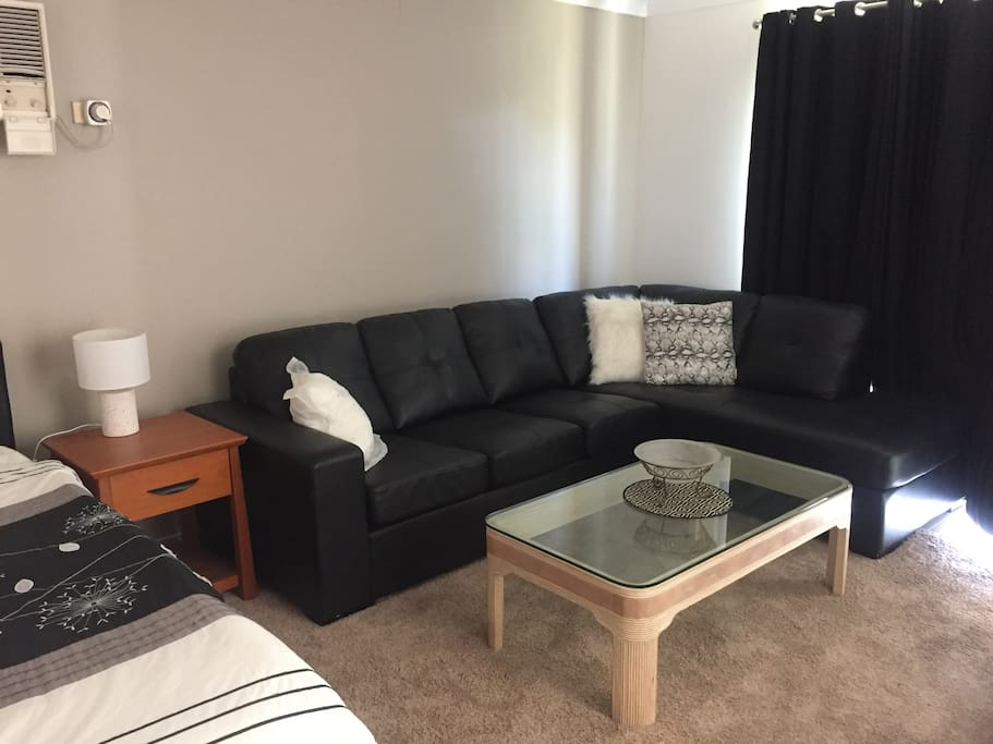 Leather lounge (sofa bed)