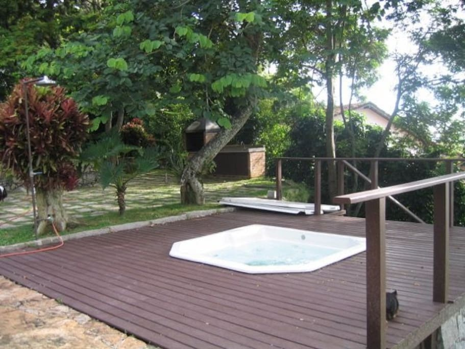 jacuzzi, deck, bar-b-que, small section of gardens
