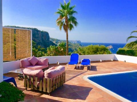Huis met privézwembad,  tuin en uitzicht op zee