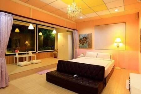 A02陽光兩人房 Hualien City/獨立衛浴-洗衣機/花蓮火車站旁