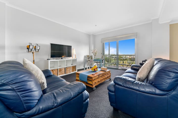 Spacious Apartment set above Darling Harbour