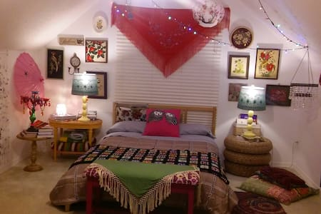 A bohemian retreat - House