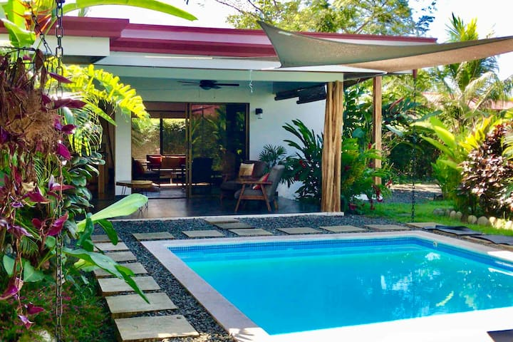Uvita Garden Villa - View, Pool, Walk to Town!