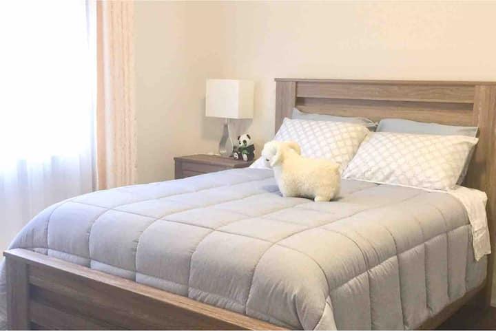 Comfy En-suite Bedroom in Pickering