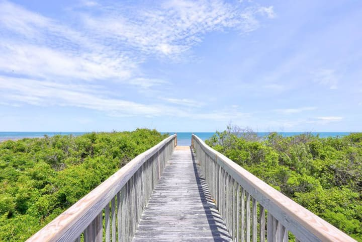 7151 Almost South II * Oceanfront Duplex * 5 Min Drive to Lighthouse