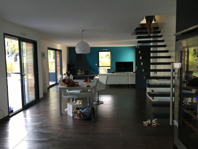 Large modern Villa Minutes from Paris - Versailles - Montfort-l'Amaury
