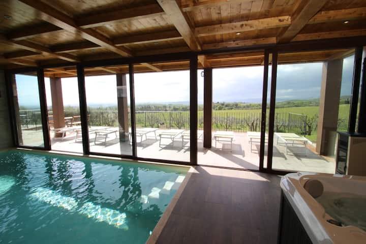 Giardino privato e piscine nel Chianti Senese