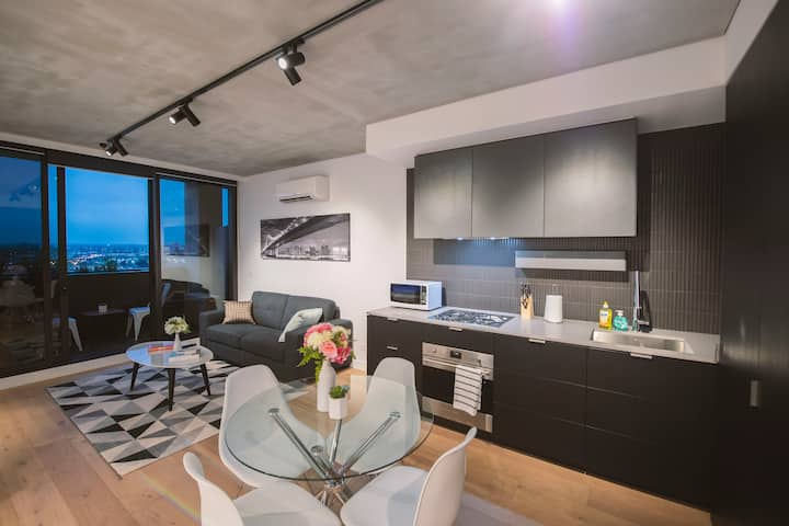 Docklands  Modern Corporate 1BR Apartment