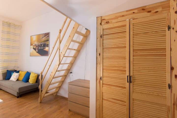 Spacious room with entresole! - Wrocław - Apartment