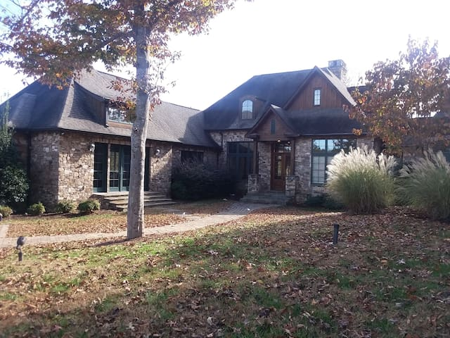 Tryon Resort Ambrose- 3BR/3.5 Bath Executive Home