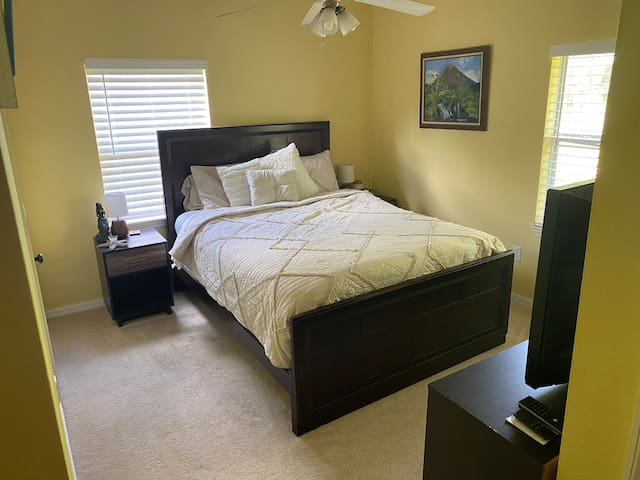 Cozy Cottage Retreat- Master Bedroom