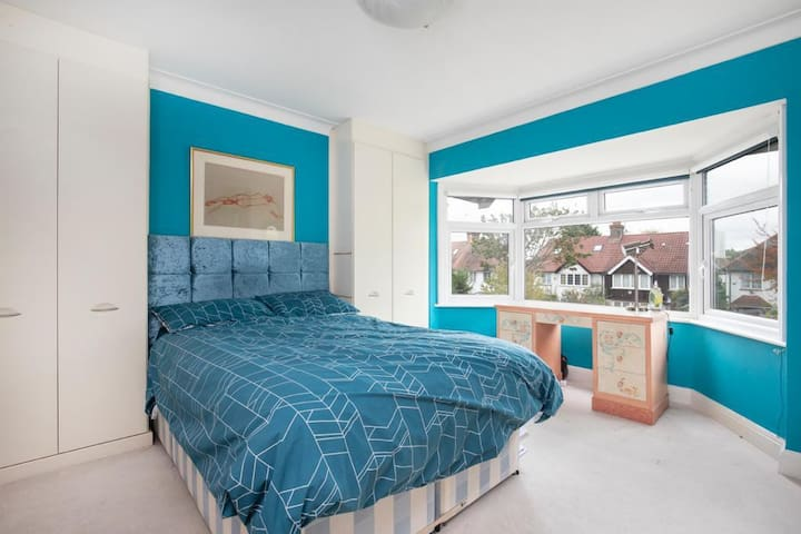 Lovely double size bedroom in Golders Green!