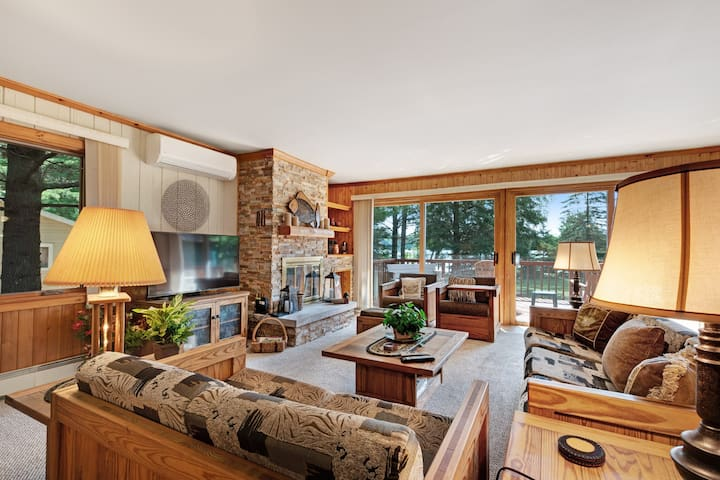 Premium Cleaned   Beautiful lakefront house w/ beautiful views, dock, kayak & cozy fireplace!