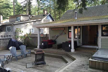 Rustic Cultus Lake Cabin 3 Bedroom + loft - Cultus Lake