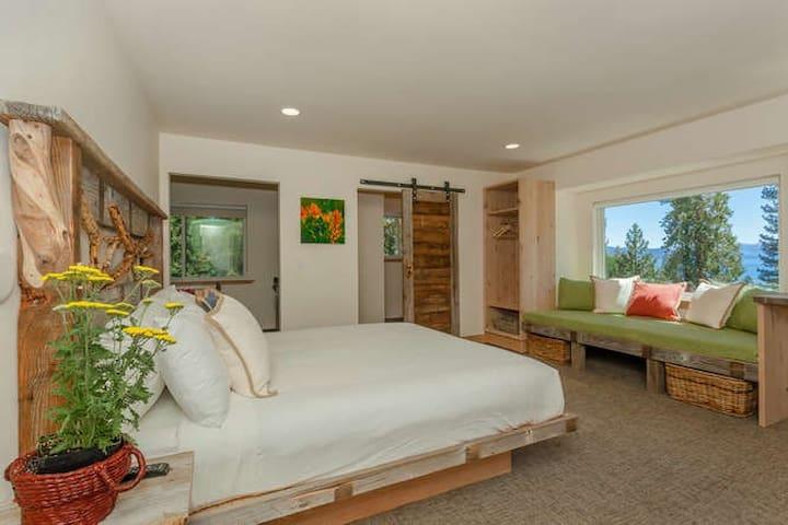 Tahoe Vista Lake View 2 King Apartment
