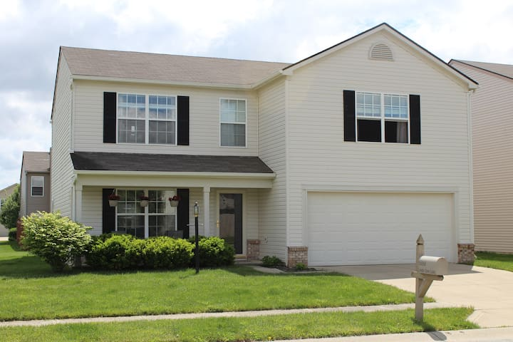 Comfy House near Klipsch + More! - Noblesville - Casa