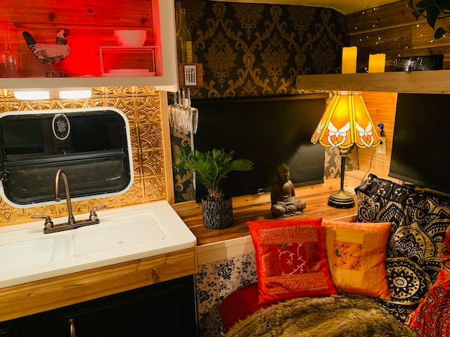 """Comfortable and cosy renovated """"Shanti camper"""""""