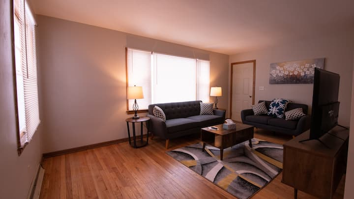 Stylish Apt NearDowntown | Ideal for Long Stays!