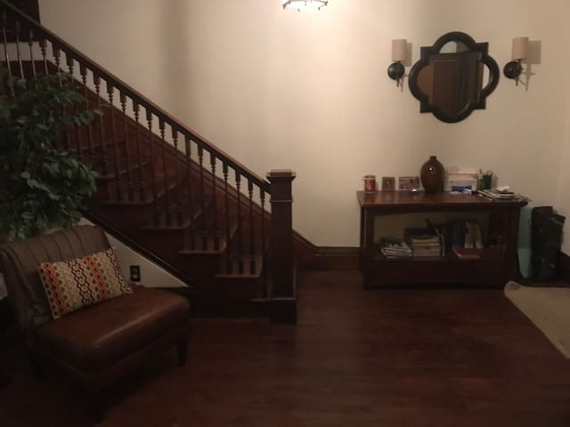 Large, spacious,  easy access to downtown home