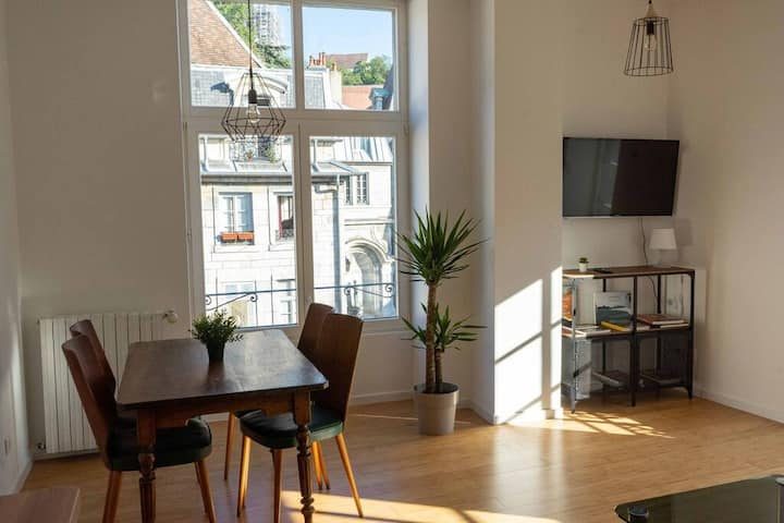 Bel appartement lumineux - Parking - plein centre