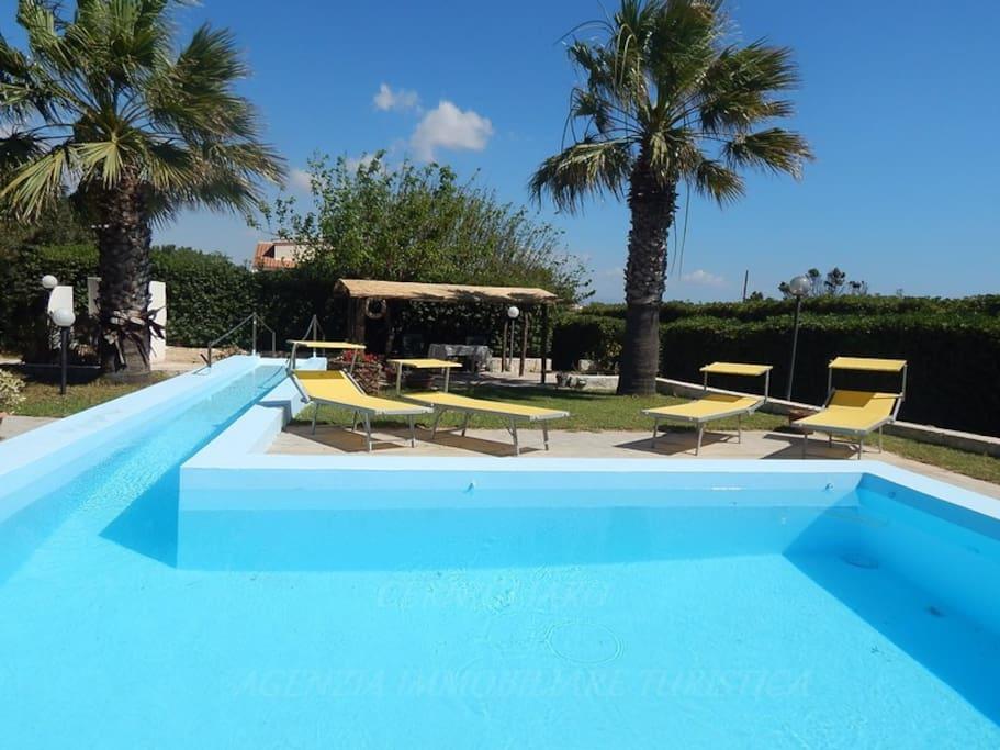 Villa rita con piscina ville in affitto a portopalo di for 3 piani di camera da letto 2 bagni piani 1 storia