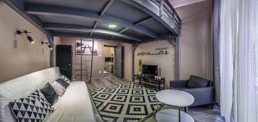 Modern studio in the middle of downtown