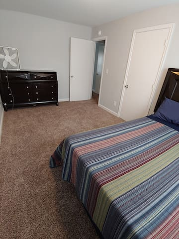 Clean Private rooms very close to Duke University