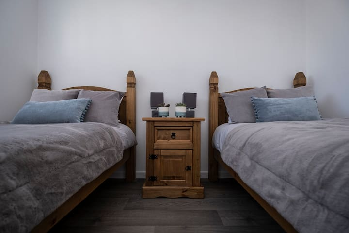 Two single beds (No. 3)