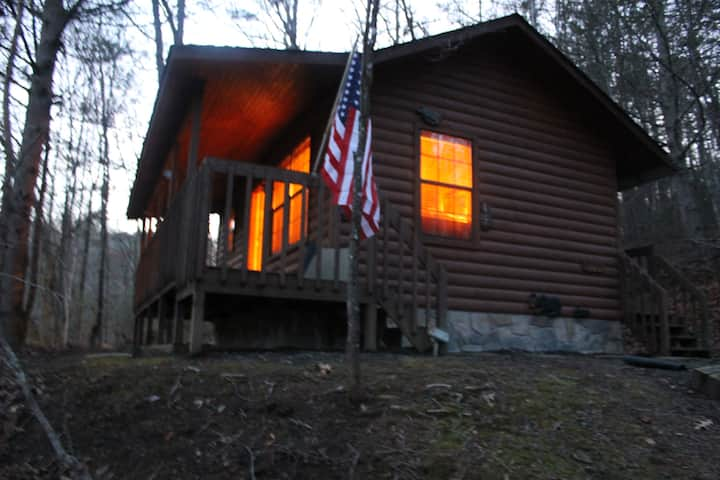 *Special* Beautiful Cabin /w Private Hot Tub