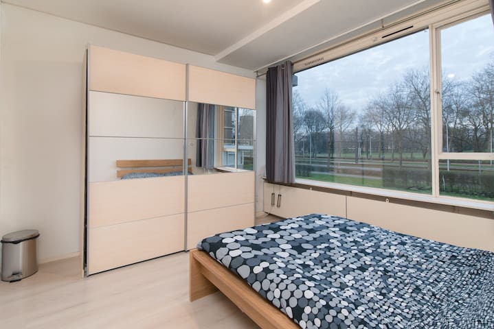 Bright room just 10 minutes from the centre - Utrecht - Apartment