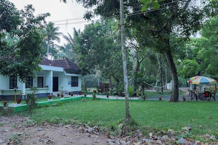 Water Front  5 A/c Rooms  for 20 Guests -Kumarakom - Bed & Breakfast