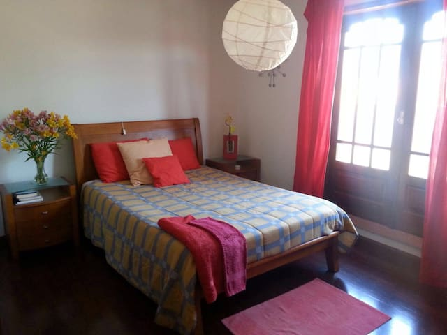 Confortable room for 2 near the beach /city center - Gulpilhares - 獨棟