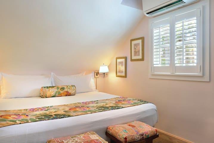 K rear bedroom.
