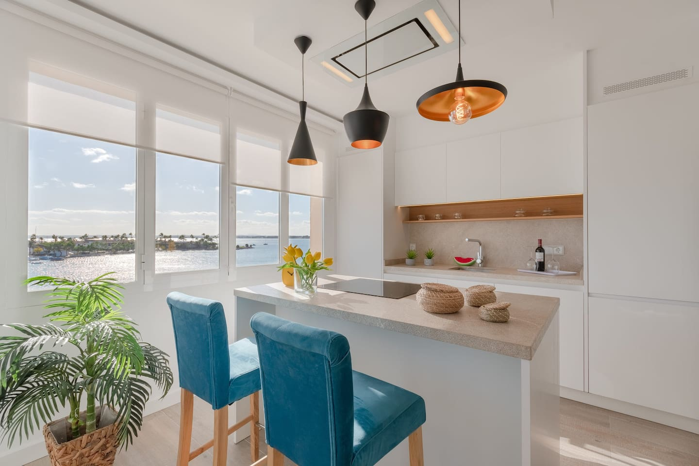 Kitchen fully equiped with great sea views!