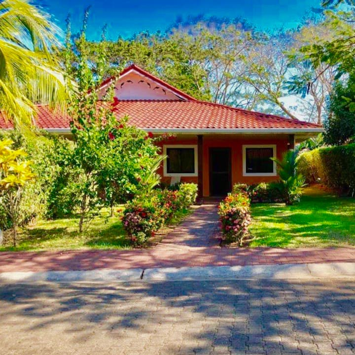Beautiful golf gardens ponds private beach secure