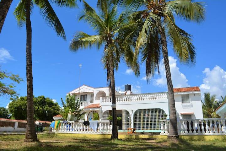 Tulia Backpackers; Karibian Double Room