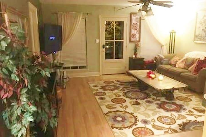 2 Room Special! Creekside Cottage