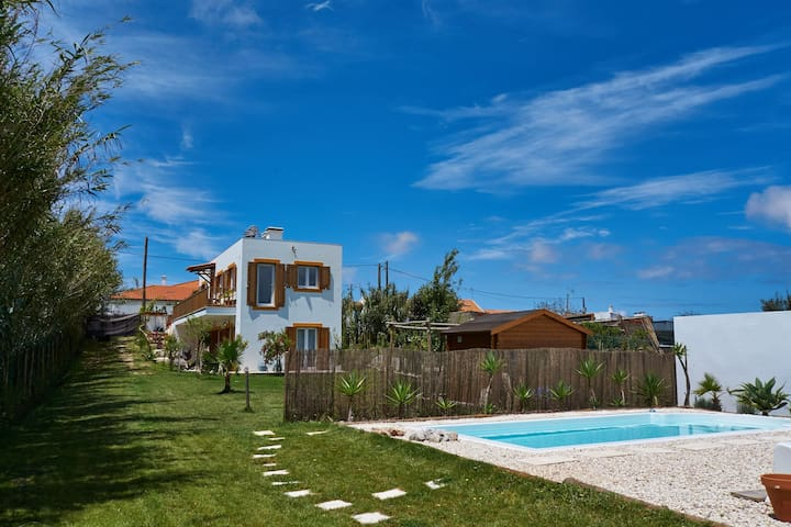 3 pax ||The Surf Farm in Peniche|| accommodation B