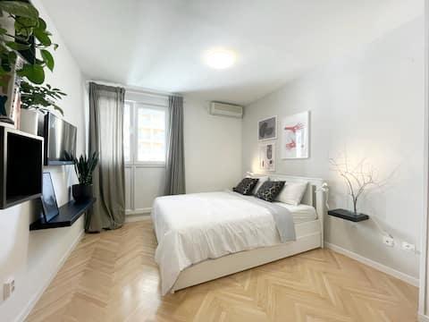 Charming Studio Apartment -10 minute walk to beach